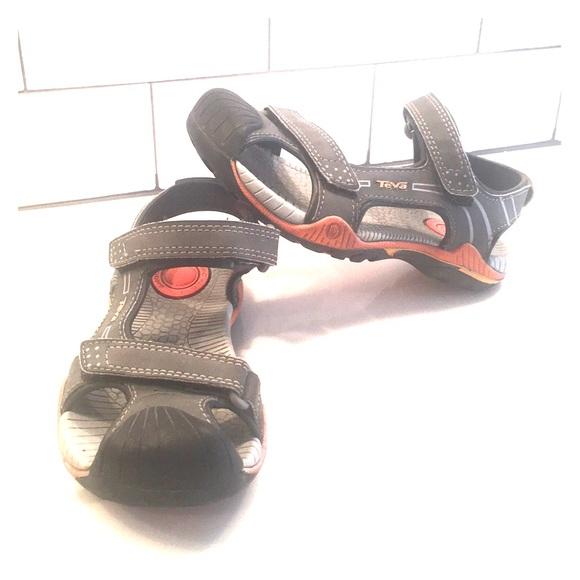 8a354db7b662 Kids Teva Toachi 2 sandals size 12. M 5ade383f8df4701bfe197756